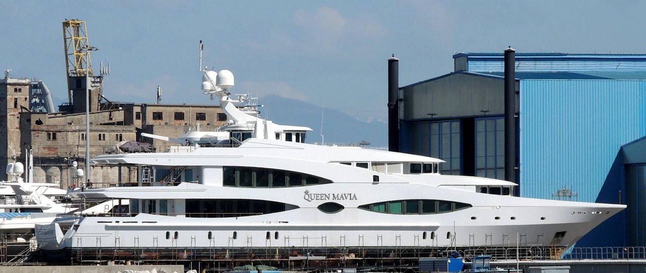 Motor yacht Queen Mavia