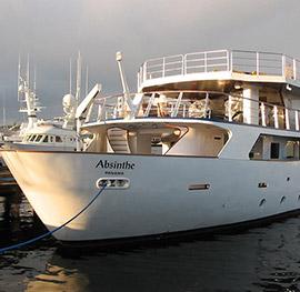 Motor yacht absinthe