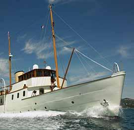Sailing yacht Bluebird